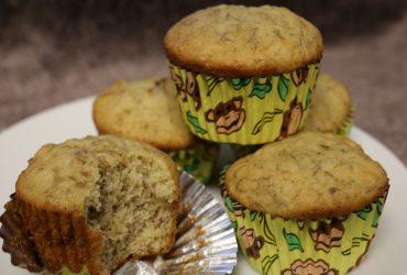 Banana Cupcakes with Vanilla Pastry Cream | Pork Cracklins